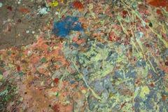 Ζωηρόχρωμο άγριο ακρυλικό χρώμα κινηματογραφήσεων σε πρώτο πλάνο ζωγραφικής στοκ εικόνα