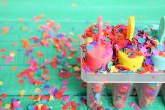Ζωηρόχρωμο έννοια ή υπόβαθρο για το κόμμα, το καλοκαίρι ή τις διακοπές παιδιών ` s Στοκ Εικόνες