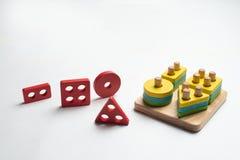 Ζωηρόχρωμο αναπτυσσόμενο παιχνίδι για τα παιδιά στοκ φωτογραφίες