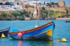 Ζωηρόχρωμο αλιευτικό σκάφος στοκ εικόνα με δικαίωμα ελεύθερης χρήσης