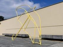 Ζωηρόχρωμο γλυπτό ομπρελών του Michael Craig-Martin's, αρχείο Hill ανεμόμυλων, Waddesdon στοκ φωτογραφία με δικαίωμα ελεύθερης χρήσης