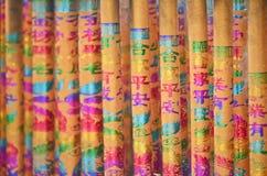 Ζωηρόχρωμο είδωλο-ραβδί με την κινεζικά ευνοϊκά καλλιγραφία & το graphi Στοκ Εικόνα