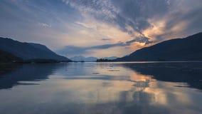 Ζωηρόχρωμο ηλιοβασίλεμα πέρα από το σκωτσέζικο λιμάνι απόθεμα βίντεο