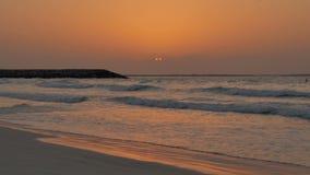 ζωηρόχρωμο ηλιοβασίλεμα Υπόλοιπο, θάλασσα, παραλία απόθεμα βίντεο