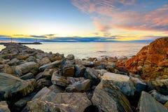 Ζωηρόχρωμο ηλιοβασίλεμα με τα σύννεφα επάνω από τη θάλασσα Στοκ εικόνες με δικαίωμα ελεύθερης χρήσης