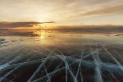 Ζωηρόχρωμο ηλιοβασίλεμα πέρα από τον πάγο κρυστάλλου Στοκ φωτογραφία με δικαίωμα ελεύθερης χρήσης