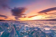 Ζωηρόχρωμο ηλιοβασίλεμα πέρα από τον πάγο κρυστάλλου Στοκ Εικόνες