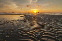 Ζωηρόχρωμο ηλιοβασίλεμα στο τροπικό νησί Koh Chang Στοκ φωτογραφίες με δικαίωμα ελεύθερης χρήσης