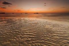 Ζωηρόχρωμο ηλιοβασίλεμα στο τροπικό νησί Koh Chang Στοκ Εικόνα