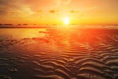 Ζωηρόχρωμο ηλιοβασίλεμα στο τροπικό νησί Koh Chang Στοκ φωτογραφία με δικαίωμα ελεύθερης χρήσης