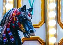 Ζωηρόχρωμο ιπποδρόμιο αλόγων στο πάρκο της Luna Άλογο εύθυμος-πηγαίνω-γύρω από, vint στοκ φωτογραφίες