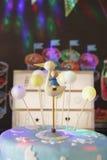 Ζωηρόχρωμο κέικ ερήμων για να γιορτάσει γενέθλια μωρών Στοκ φωτογραφίες με δικαίωμα ελεύθερης χρήσης