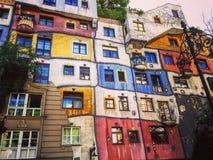 Ζωηρόχρωμο και συναρπαστικό Hundertwasserhaus Στοκ εικόνες με δικαίωμα ελεύθερης χρήσης