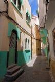 Ζωηρόχρωμο κενό τεμάχιο οδών Medina, Tangier Στοκ φωτογραφία με δικαίωμα ελεύθερης χρήσης
