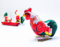 Ζωηρόχρωμο κοτόπουλο παιχνιδιών κασσίτερου Στοκ Φωτογραφίες