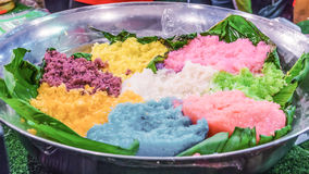 Ζωηρόχρωμο κολλώδες ρύζι στα τρόφιμα οδών στην αγορά της Μπανγκόκ Στοκ εικόνες με δικαίωμα ελεύθερης χρήσης