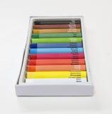 Ζωηρόχρωμο κραγιόνι που τίθεται με τους ονομασμένους κώδικες χρωμάτων και χρώματος στο perspec Στοκ φωτογραφίες με δικαίωμα ελεύθερης χρήσης