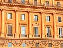Ζωηρόχρωμο κτήριο στη Ρώμη Στοκ Φωτογραφίες