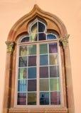 ζωηρόχρωμο λεκιασμένο γυαλί παράθυρο στοκ εικόνες