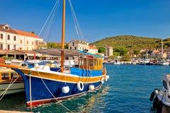 Ζωηρόχρωμο λιμάνι του νησιού Zlarin στοκ φωτογραφίες με δικαίωμα ελεύθερης χρήσης