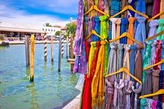 Ζωηρόχρωμο μετάξι στην οδό της Βενετίας, Στοκ Φωτογραφία