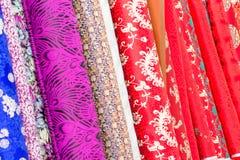 Ζωηρόχρωμο μετάξι στο κατάστημα που πωλείται στο Πεκίνο Κίνα Στοκ Εικόνα