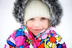 ζωηρόχρωμο μικρό παιδί πορτρέτου κοριτσιών snowsuit στοκ εικόνα με δικαίωμα ελεύθερης χρήσης