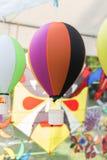 ζωηρόχρωμο μικρό παιχνίδι μπαλονιών και καλαθιών Στοκ Εικόνα