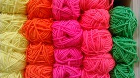 Ζωηρόχρωμο νήμα για το πλέξιμο Στοκ Εικόνα