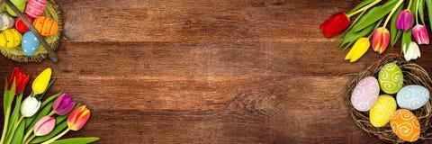 Ζωηρόχρωμο ξύλινο υπόβαθρο Πάσχας ελεύθερη απεικόνιση δικαιώματος