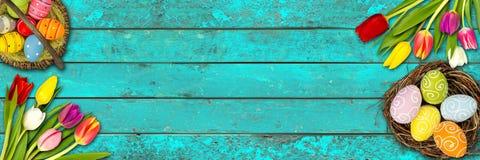 Ζωηρόχρωμο ξύλινο υπόβαθρο Πάσχας απεικόνιση αποθεμάτων