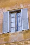 Ζωηρόχρωμο παράθυρο στη Ρώμη στοκ φωτογραφίες