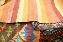 Ζωηρόχρωμο παραδοσιακό περουβιανό ύφος, επιφάνεια κουβερτών κινηματογραφήσεων σε πρώτο πλάνο στοκ εικόνα