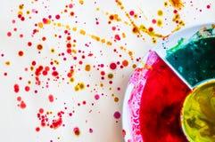 Ζωηρόχρωμο πιάτο σε χαρτί ζωγραφικής watercolor τέχνη του παιδιού Στοκ εικόνες με δικαίωμα ελεύθερης χρήσης