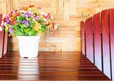 Ζωηρόχρωμο πλαστικό υπόβαθρο ανθοδεσμών λουλουδιών Στοκ Φωτογραφία