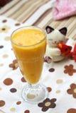 ζωηρόχρωμο πορτοκάλι χυμού γυαλιού ανασκόπησης Στοκ εικόνες με δικαίωμα ελεύθερης χρήσης
