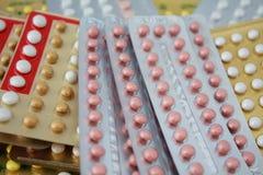 Ζωηρόχρωμο προφορικό αντισυλληπτικό χάπι Στοκ Φωτογραφία