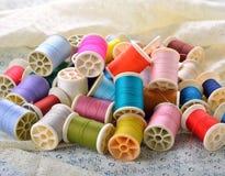 ζωηρόχρωμο ράβοντας νήμα Στοκ Εικόνα