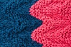 Ζωηρόχρωμο ρόδινο και μπλε χρώμα σύστασης υποβάθρου πλεξίματος. Πλέξτε Στοκ Φωτογραφίες