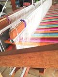Ζωηρόχρωμο σκοινί λωρίδων στον αργαλειό στοκ εικόνες