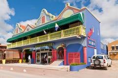 Ζωηρόχρωμο σπίτι του κέντρου πόλεων, Kralendijk, Bonaire Στοκ Φωτογραφίες