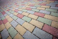 Ζωηρόχρωμο συγκεκριμένο πεζοδρόμιο τούβλου Στοκ φωτογραφία με δικαίωμα ελεύθερης χρήσης