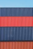 Ζωηρόχρωμο σχέδιο σωρών των μεταφορικών κιβωτίων φορτίου Στοκ εικόνα με δικαίωμα ελεύθερης χρήσης