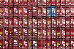 Ζωηρόχρωμο σχέδιο σωρών των μεταφορικών κιβωτίων φορτίου Στοκ φωτογραφίες με δικαίωμα ελεύθερης χρήσης