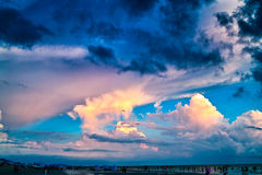 Ζωηρόχρωμο σύννεφο στοκ εικόνα