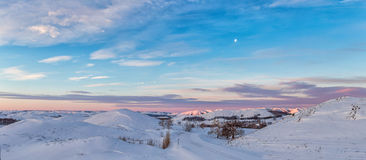 Ζωηρόχρωμο τοπίο των χιονισμένων βουνών ο Καύκασος Στοκ φωτογραφίες με δικαίωμα ελεύθερης χρήσης