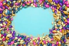 Ζωηρόχρωμο υπόβαθρο θαλασσινών κοχυλιών με το διάστημα αντιγράφων στοκ εικόνες