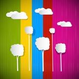 Ζωηρόχρωμο υπόβαθρο με τα σύννεφα και τα δέντρα Διανυσματική απεικόνιση