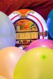 Ζωηρόχρωμο υπόβαθρο μπαλονιών κόμματος jukebox Στοκ Φωτογραφίες