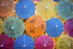 Ζωηρόχρωμο υπόβαθρο ομπρελών εγγράφου στοκ εικόνες με δικαίωμα ελεύθερης χρήσης